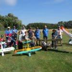 Acht Schüler steuern erstmals Modellflugzeuge